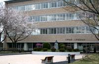八戸大学・八戸短期大学 総合実習館